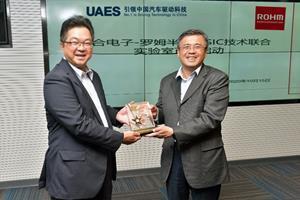 Mr. Guo Xiaolu (right), Deputy General Manager, UAES, and Raita Fujimura (left), Chairman, ROHM Semiconductor (Shanghai) Co., Ltd., exchange gifts at the opening ceremony