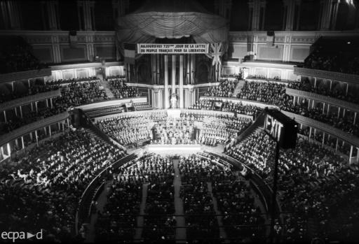 Thousands of French exiles gathered in London's Albert hall to listen to de Gaulle's speech