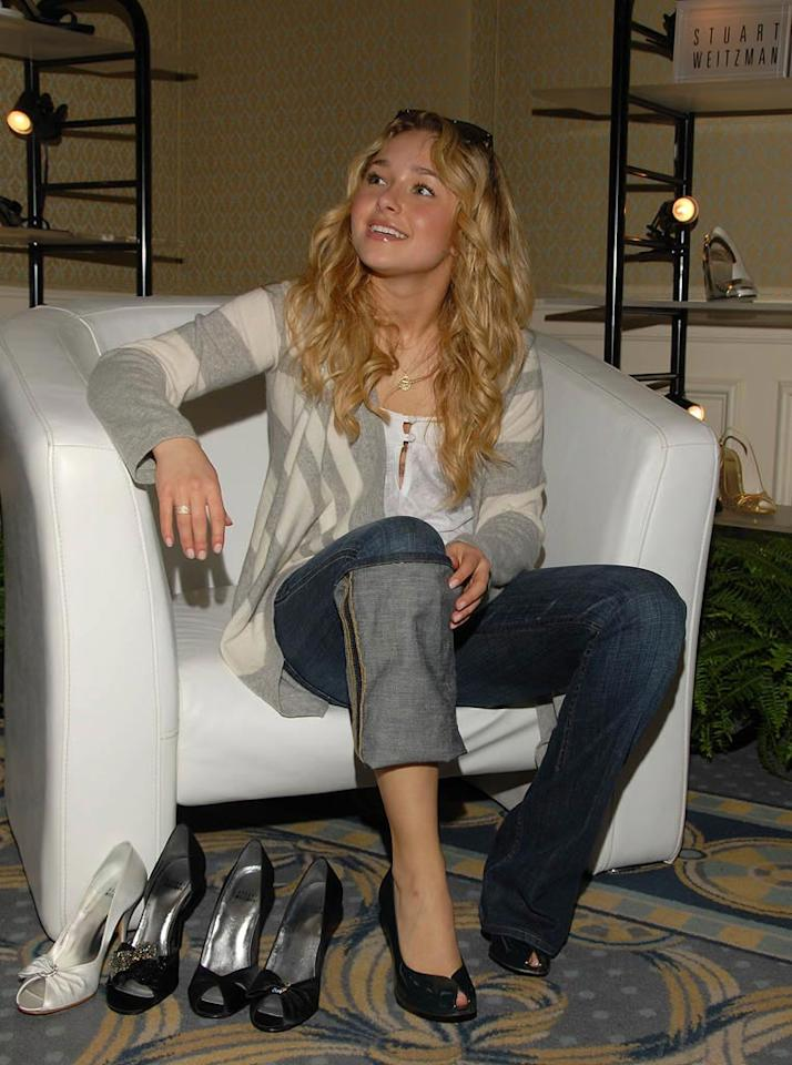 """Hayden Panettiere was literally waited on hand and foot at the Stuart Weitzman event. Mark Sullivan/<a href=""""http://www.wireimage.com"""" target=""""new"""">WireImage.com</a> - February 21, 2008"""