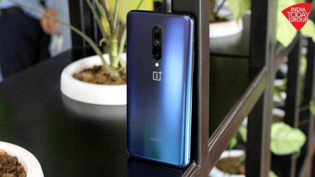 The OnePlus 7 and OnePlus 7 Pro sit in two completely different price brackets. With a higher price tag, what does the OnePlus 7 Pro offers that the cheaper OnePlus 7 doesn't? We find out.