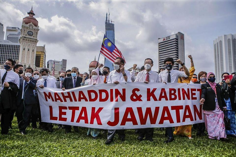 Anwar maintains that Muhyiddin has lost his majority, adding he has been informed that ministers have applied to switch their support at the protest in Dataran Merdeka on Monday. — Picture by Hari Anggara