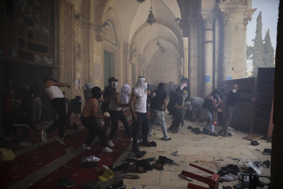 Palestinians clash with Israeli security forces at the Al Aqsa Mosque compound in Jerusalem's Old City Monday, May 10, 2021. Israeli police clashed with Palestinian protesters at a flashpoint Jerusalem holy site on Monday. (AP Photo/Mahmoud Illean)