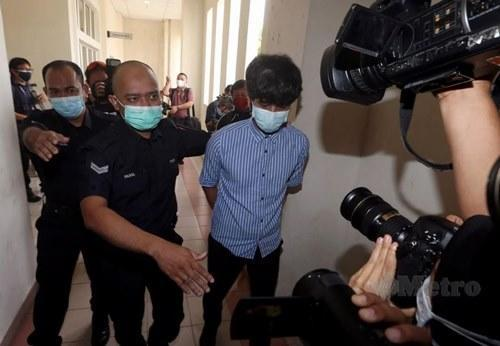 Toh being taken into the courtroom
