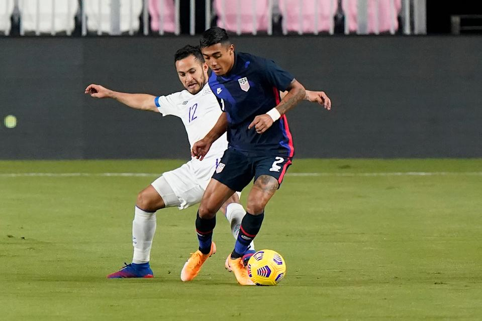 Julian Araujo (2) controls the ball against El Salvador during the international friendly match in Fort Lauderdale, Fla.