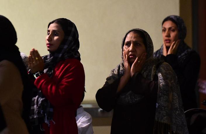 Muslim women attend a prayer vigil to commemorate lives lost in the San Bernardino shooting, at the Baitul Hameed Mosque in Chino, California on December 3, 2015 (AFP Photo/Frederic J. Brown)