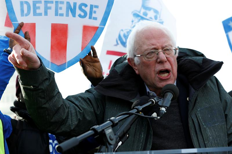 Sanders criticizes Clinton campaign, Democrats at Boston rally