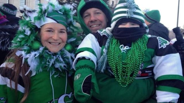 Thousands of Saskatchewan Roughriders fans braved sub-zero temperatures to cheer on their team at the provincial legislature on Tuesday.