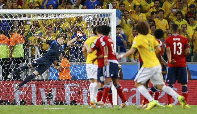 Brazil's David Luiz (4) shoots to score his freekick past Colombia's David Ospina (L) during their 2014 World Cup quarter-finals at the Castelao arena in Fortaleza July 4, 2014. REUTERS/Marcelo Del Pozo (BRAZIL - Tags: SOCCER SPORT WORLD CUP TPX IMAGES OF THE DAY)