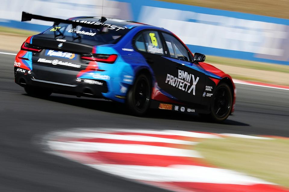 Oliphant soaks up Sutton pressure for first BTCC win