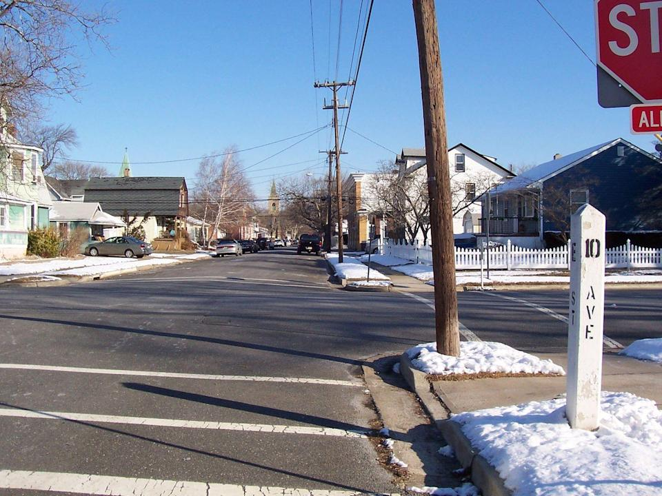 "Apropos E Street Band: Die namensgebende Straße gibt es tatsächlich. Sie befindet sich in Belmar, New Jersey, und kreuzt sich mit der 10th Avenue, die wiederum im Song ""Tenth Avenue Freeze-Out"" verewigt wurde. (Bild: Gutch220 / Wikimedia Commons)"