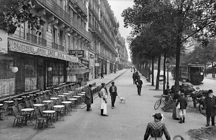 CIRCA 1890: Paris (XVIIth district). The Wagram avenue, about 1900.