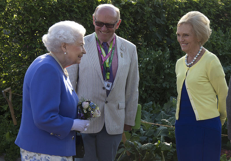 Britain's Queen Elizabeth II (L) reacts as she greets British chef and television presenter Mary Berry (R) as she visits the BBC Radio 2 Feel Good Gardens at the Chelsea Flower Show in London on May 22, 2017. The Chelsea flower show, held annually in the grounds of the Royal Hospital Chelsea, opens to the public this year from May 22. / AFP PHOTO / POOL / JULIAN SIMMONDS (Photo credit should read JULIAN SIMMONDS/AFP via Getty Images)