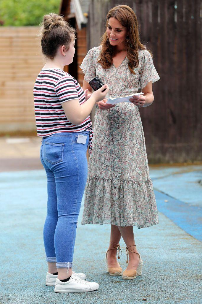 <p>The Duchess, an avid amateur photographer, attended a workshop run by the Royal Photographic Society at Warren Park, and chose to wear a fluttery dress and espadrilles for the occasion.<br></p>