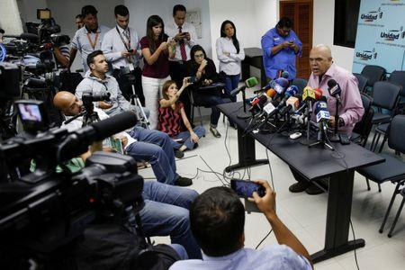 Jesus Torrealba (R), secretary of Venezuela's coalition of opposition parties (MUD), talks to the media during a news conference in Caracas, Venezuela September 22, 2016. REUTERS/Marco Bello