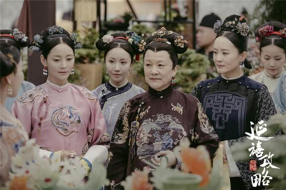 Several women in traditional Chinese attire.