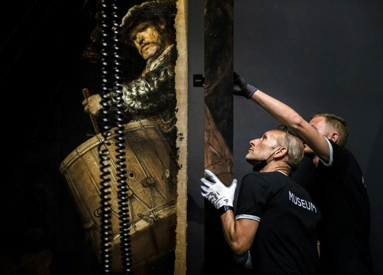 """For the first time in more than 300 years, art lovers can see Rembrandt's """"The Night Watch"""" after a stunning reconstruction"""