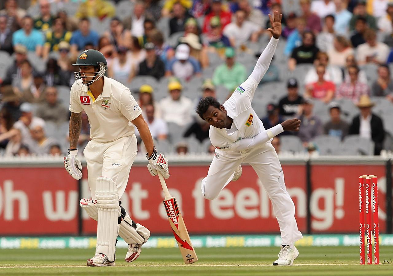 MELBOURNE, AUSTRALIA - DECEMBER 28:  Angelo Mathews of Sri Lanka bowls during day three of the Second Test match between Australia and Sri Lanka at Melbourne Cricket Ground on December 28, 2012 in Melbourne, Australia.  (Photo by Robert Prezioso/Getty Images)