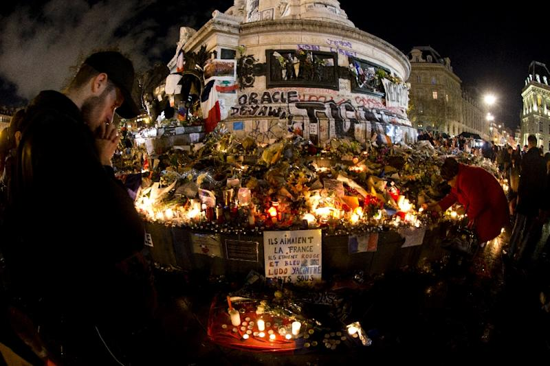 People gather around the Monument a la Republique at the Place de La Republique square on November 17, 2015 in Paris, to pay tribute to the victims of the attacks of November 13 (AFP Photo/Joel Saget)