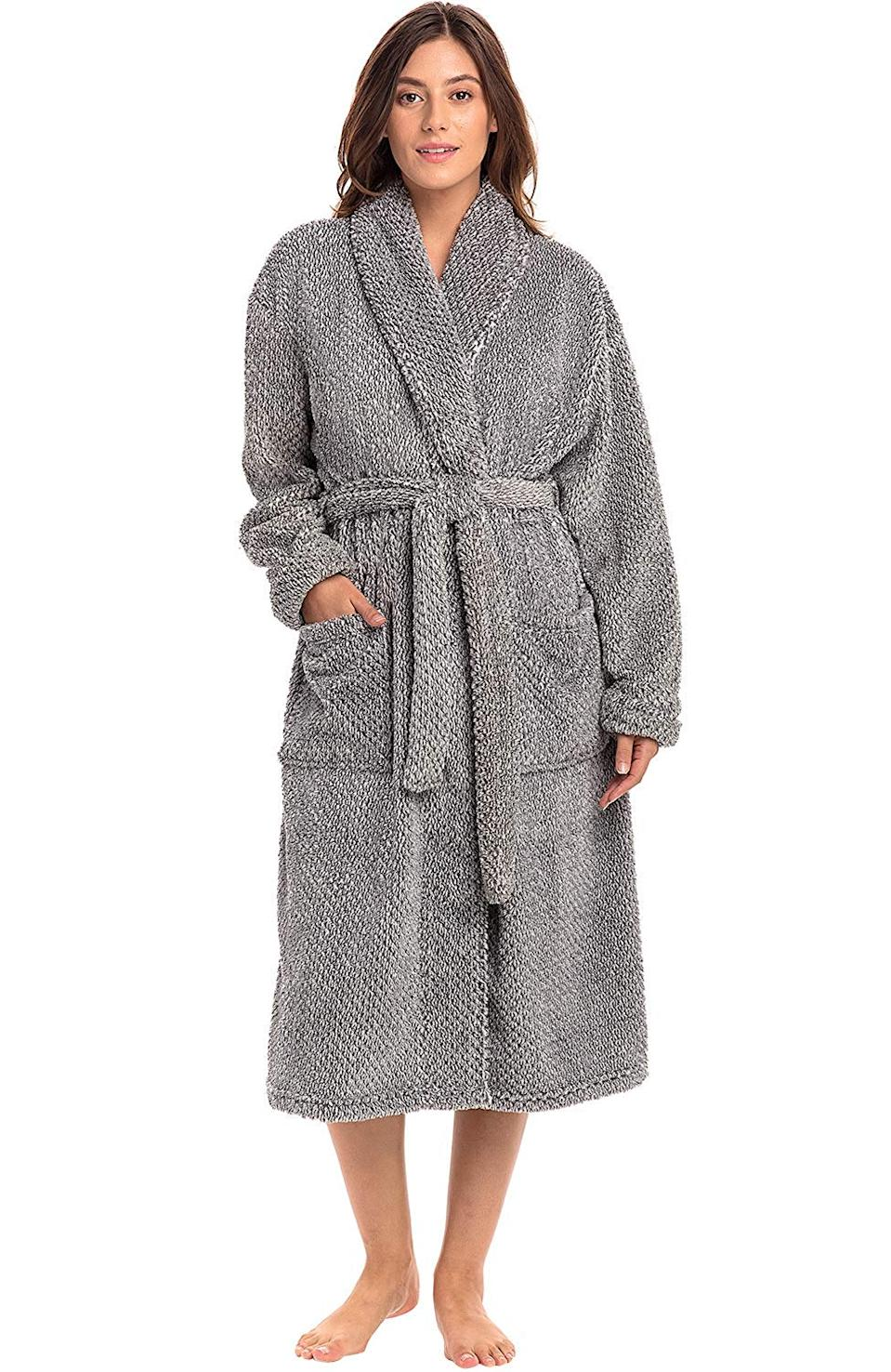 """<h3><a href=""""https://amzn.to/32ZCO9Z"""" rel=""""nofollow noopener"""" target=""""_blank"""" data-ylk=""""slk:Alexander Del Rossa Plush Fleece Robe"""" class=""""link rapid-noclick-resp"""">Alexander Del Rossa Plush Fleece Robe</a></h3><br>This bathrobe is like wearing a teddy bear (but, like a luxury-loving, spa-going teddy bear) — it's crafted from 270-GSM velveteen fleece that will not fail to keep her cozied-up at home.<br><br>One customer cooed: """"This is the most lightweight, warmest, softest robe I have ever owned."""" and """"GORGEOUS. Simply lush, plush, soft...can I get a bed made of this, please?"""" <br><br><br><strong>Alexander Del Rossa</strong> Plush Fleece Robe, $, available at <a href=""""https://amzn.to/2nZYPH3"""" rel=""""nofollow noopener"""" target=""""_blank"""" data-ylk=""""slk:Amazon"""" class=""""link rapid-noclick-resp"""">Amazon</a>"""
