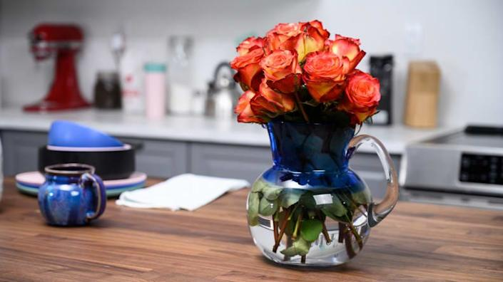 The size of the Bloomsy Original Box bouquet felt perfect for our space.