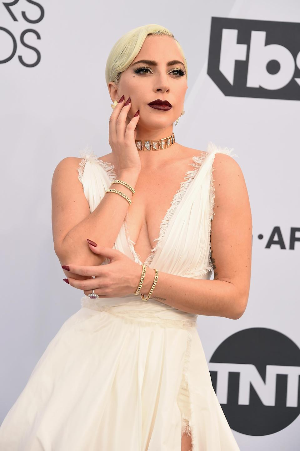 Interestingly, the singer swapped hands in the run-up to calling off her engagement [Photo: Getty]