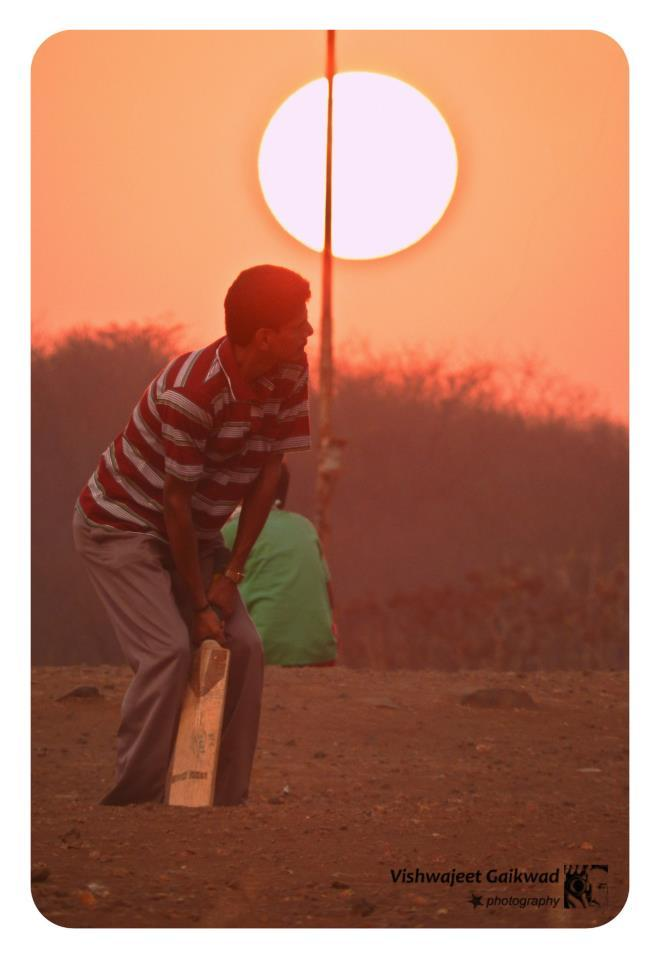 Sundown knockabout, by Vishwajeet - https://www.flickr.com/photos/22750856@N05/