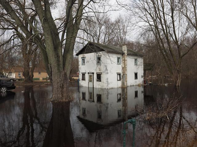 <p>Homes along Lake Street in Comstock are flooded as the level of the Kalamazoo River rises Thursday, Feb. 22, 2018 in Kalamazoo, Mich. (Photo: Mark Bugnaski/Kalamazoo Gazette-MLive Media Group via AP) </p>