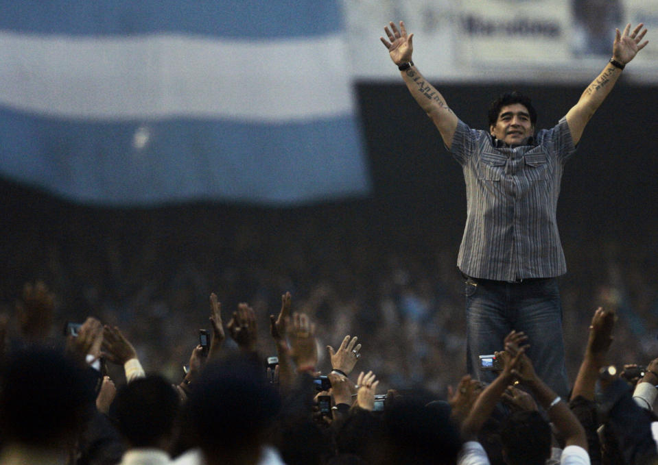 Argentina's soccer team head coach Diego Maradona waves to his fans at a stadium in the eastern Indian city of Kolkata December 6, 2008. Thousands of excited fans lined the road to give Maradona an emotional welcome. REUTERS/Parth Sanyal (INDIA)