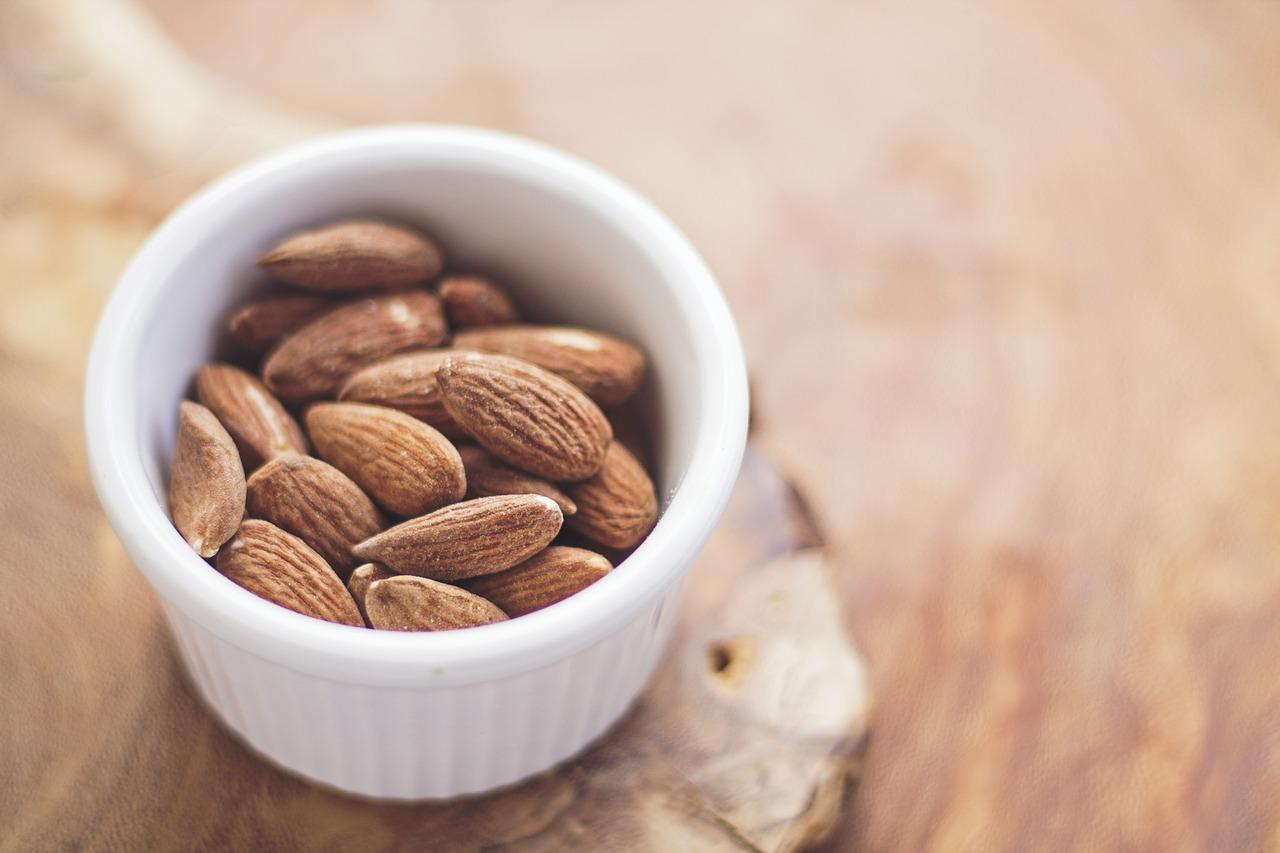 <p>Described as a superfood for your heart, almonds are rich sources of vitamin E, calcium, magnesium and folate. Every 100g of nuts contains: Calories – 578 kcal, Protein – 21g, Fibre – 12g (Photo: Pixabay) </p>