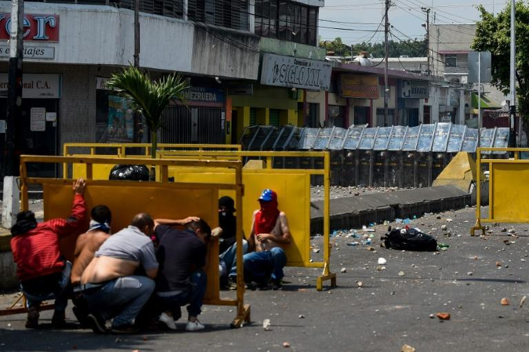 Protesters clashed with security forces in the Venezuelan border town of San Antonio del Tachira