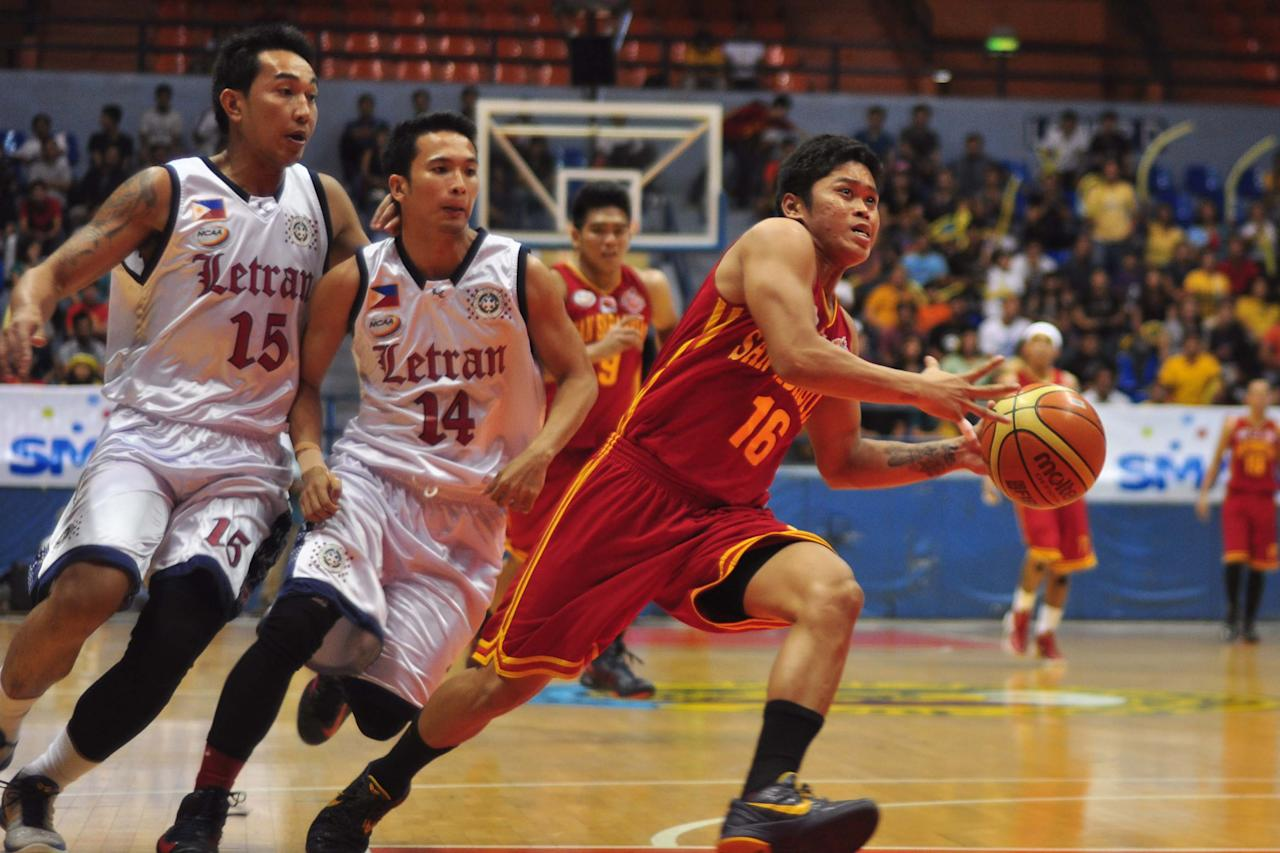 Joseph Gusi (16) of SSCR escapes his defenders during the NCAA Final Four match up between The San Sebastian Stags and The Letran Knights, held at the San Juan Arena on 15 October 2012. (George Calvelo/NPPA Images)