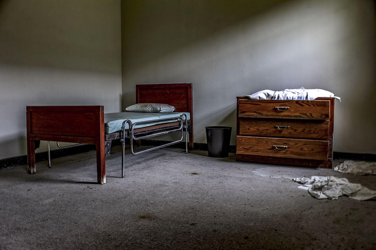 <p>A freelance photographer captured the eerie setting of an abandoned American mental asylum after avoiding security guards at the site. (Caters News) </p>