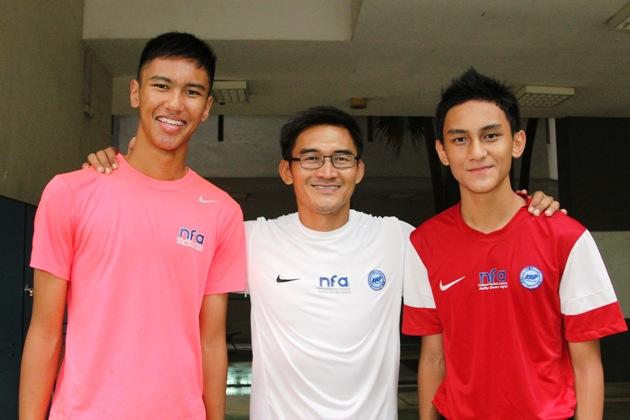 Nazri Nasir (centre) with his sons Adam (left) and Amer (right). (Photo: 25th Canon Lion City Cup)