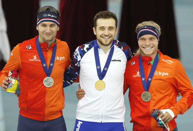 <p>Denis Yuskov of Russia, centre, who finished in first place, Thomas Krol of Netherlands, left, second placed, and Koen Verweij of Netherlands, right, who finished third, pose with their medals after men's 1500m race during the European Speed Skating Championship, at the Speed Skating Centre Kolomna, Russia, Friday, Jan. 5, 2018. (AP Photo/Pavel Golovkin) </p>