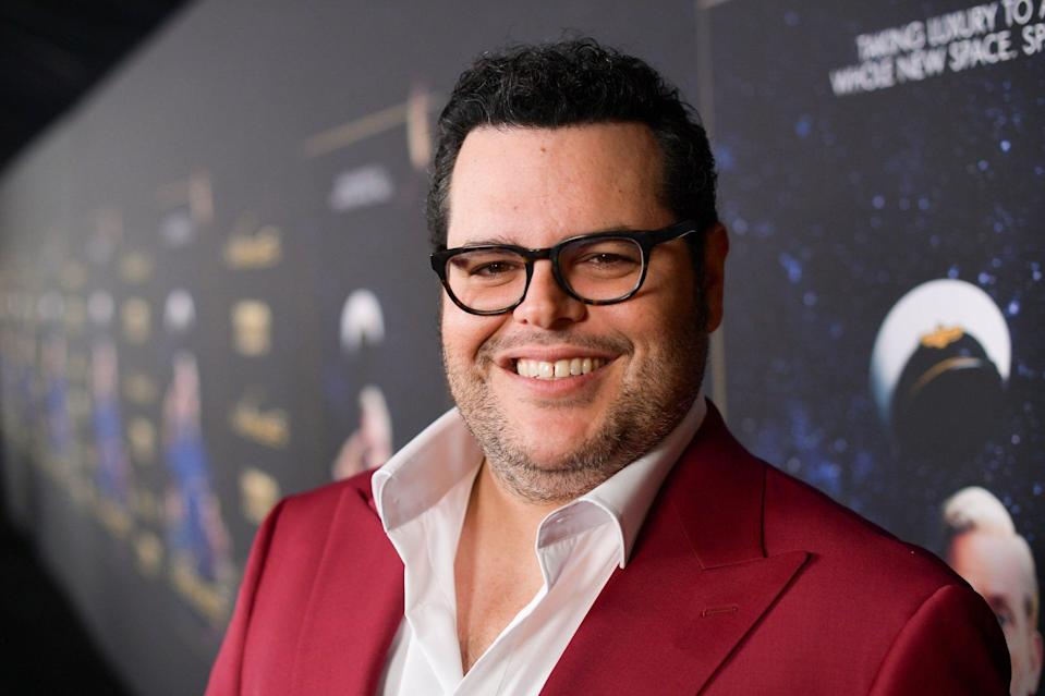 LOS ANGELES, CALIFORNIA - JANUARY 14: Josh Gad attends the premiere of HBO's