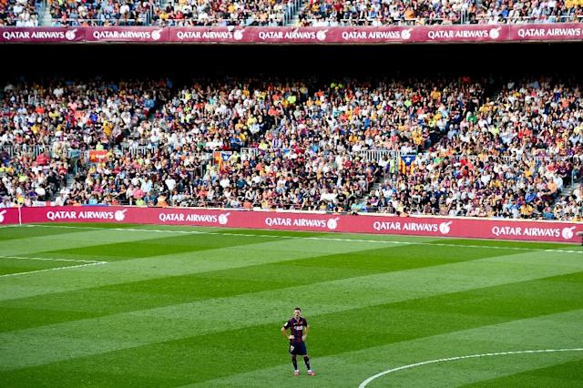 Barcelona's Thomas Vermaelen stands on the field during the Spanish league match against RC Deportivo La Coruna at the Camp Nou stadium in Barcelona on May 23, 2015 (AFP Photo/Josep Lago)