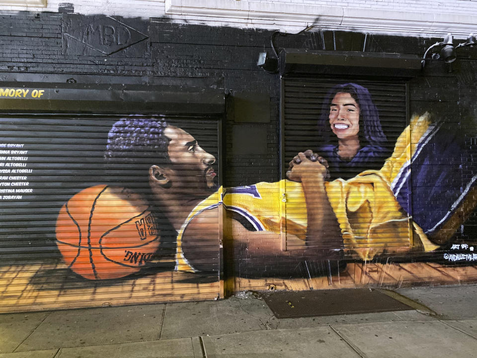 Photo by: STRF/STAR MAX/IPx 2020 9/25/20 A Kobe Bryant and Gianna Bryant Mural in Brooklyn, New York.
