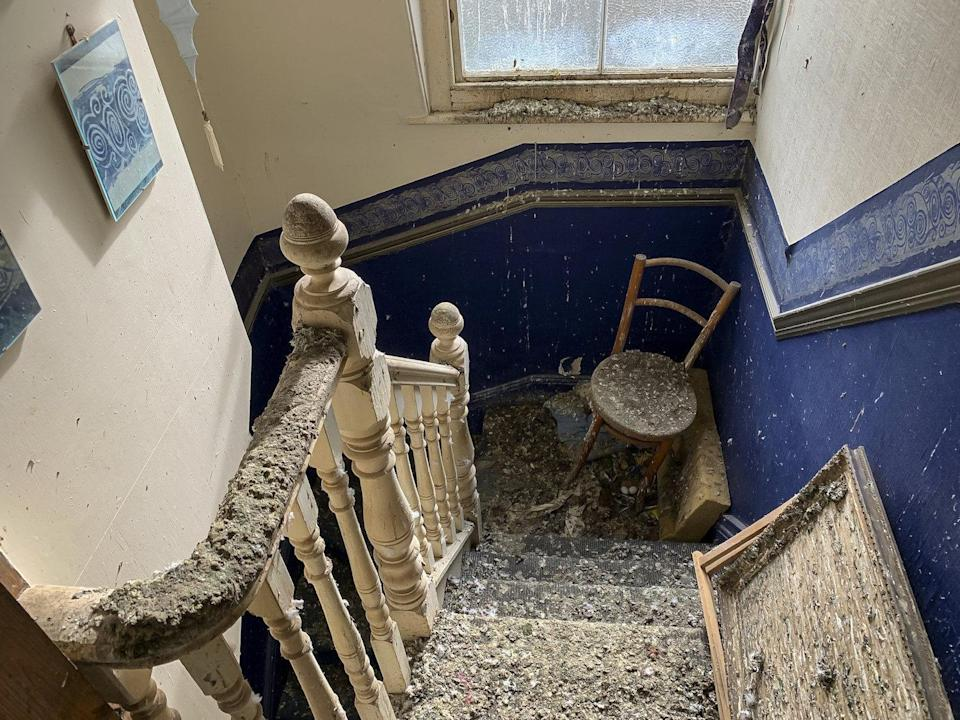 Inside Number 1 Coburg Villas in Ilfracombe which has sold for more than double its £45,000 asking price despite being covered by bird poo – inside and out. (SWNS)