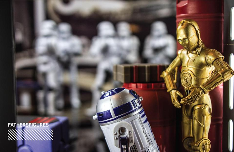 """<p>""""C-3PO and R2-D2 proved over and over to be virtually invisible while aboard the Death Star… This shot is meant to show them 'hiding' from the oblivious stormtroopers in the background."""" (Photo: <a href=""""https://www.instagram.com/fathersfigures/"""" rel=""""nofollow noopener"""" target=""""_blank"""" data-ylk=""""slk:@fathersfigures"""" class=""""link rapid-noclick-resp"""">@fathersfigures</a>/Hasbro) </p>"""