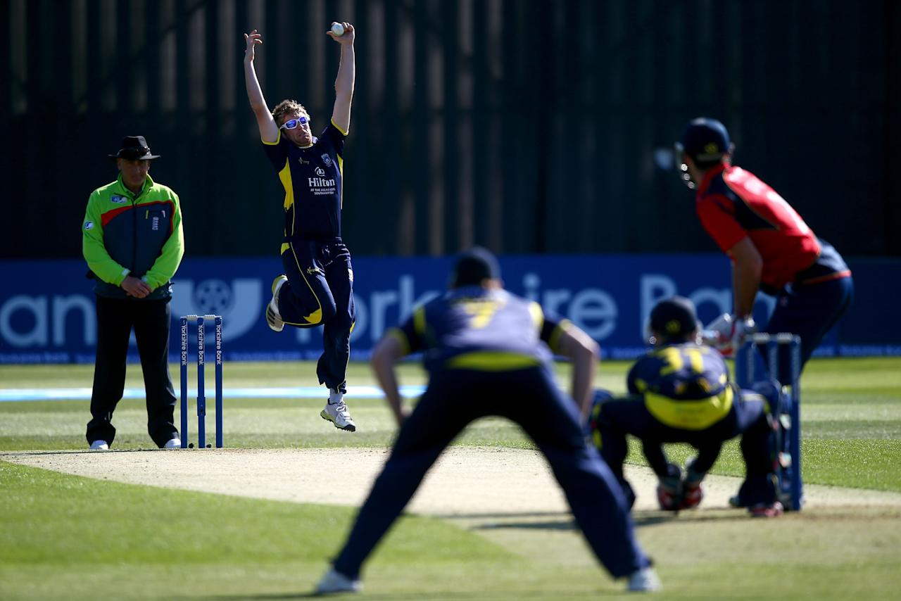 CHELMSFORD, ENGLAND - MAY 03:  Liam Dawson of Hampshire bowls a delivery in the opening over during the Yorkshire Bank 40 match between Essex and Hampshire on May 3, 2013 in Chelmsford, England.  (Photo by Clive Rose/Getty Images)