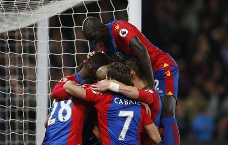 Britain Football Soccer - Crystal Palace v Arsenal - Premier League - Selhurst Park - 10/4/17 Crystal Palace's Luka Milivojevic celebrates scoring their third goal with team mates Action Images via Reuters / Matthew Childs Livepic