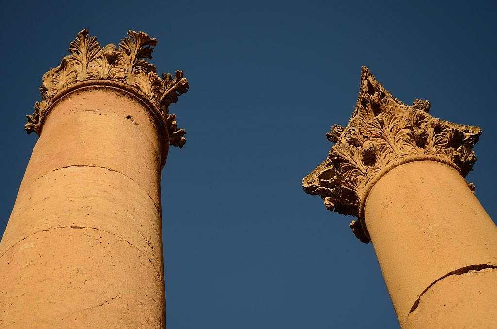 I am fascinated by the tall Corinthian columns that seem to touch the sky. You see them virtually, but the ones near the temples catch the evening light.