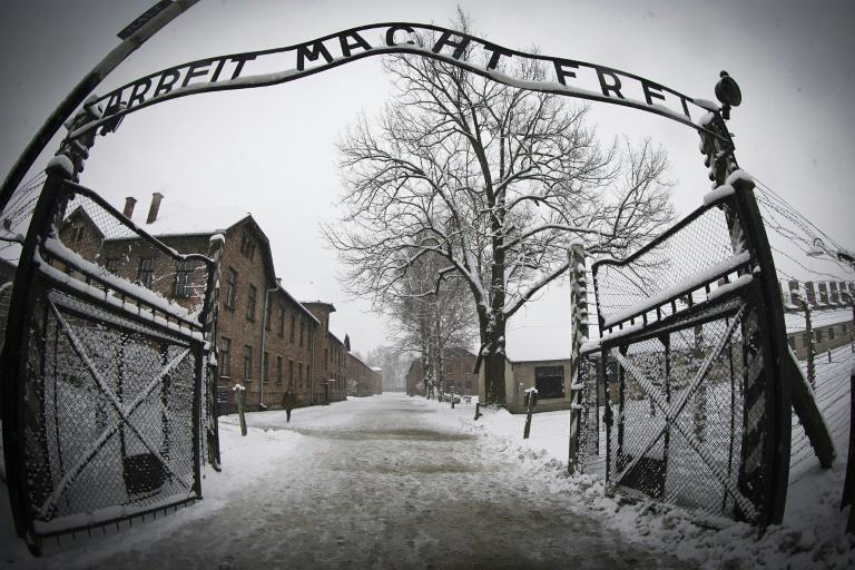Poland president to sign controversial Holocaust bill