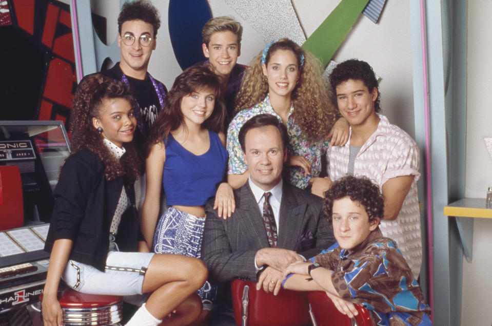 Lark Voorhies as Lisa Turtle, Ed Alonzo as Max, Tiffani Thiessen as Kelly Kapowski, Mark-Paul Gosselaar as Zack Morris, Dennis Haskins as Mr. Richard Belding, Elizabeth Berkley as Jessie Myrtle Spano, Dustin Diamond as Screech Powers and Mario Lopez as A.C. Slater.