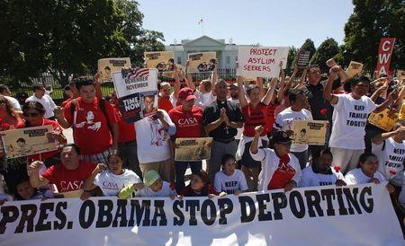 Anti-deportation protesters chant in front of the White House in Washington August 28, 2014. REUTERS/Kevin Lamarque