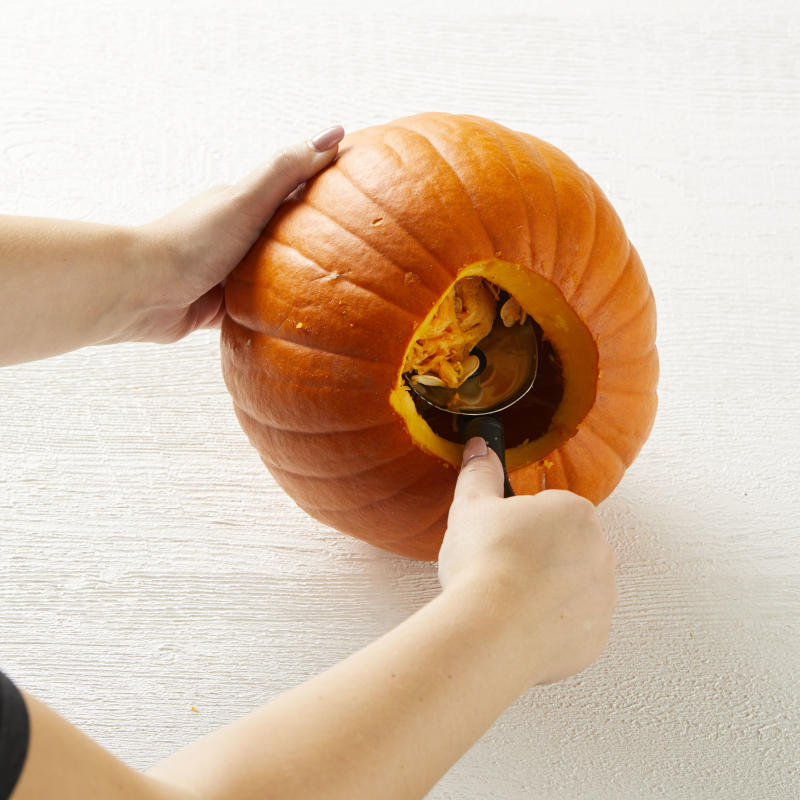 How to clean out a pumpkin, scoop out the insides of a pumpkin