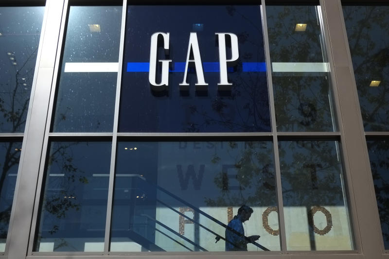 Gap's 4th-quarter net income rises 61 percent
