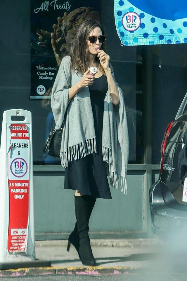 <p>The mom of six took a little break from her Halloween shopping to grab herself a sweet treat at a Baskin-Robbins in Los Angeles on Monday. (Photo: Backgrid) </p>