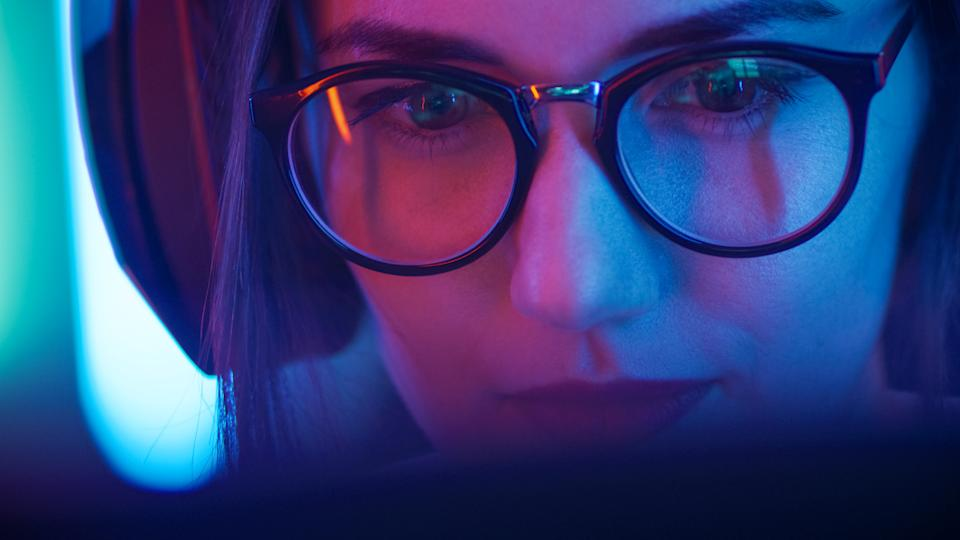 Blue light blocking glasses are on the rise. (Photo: Getty Images)