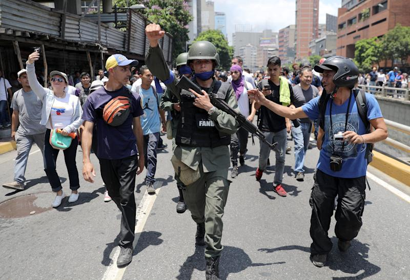 A Venezuelan National Guard member gestures, after joining anti-government protesters in a march, showing his support for opposition leader Juan Guaido in Caracas, Venezuela April 30, 2019. (Photo: Manaure Quintero/Reuters)